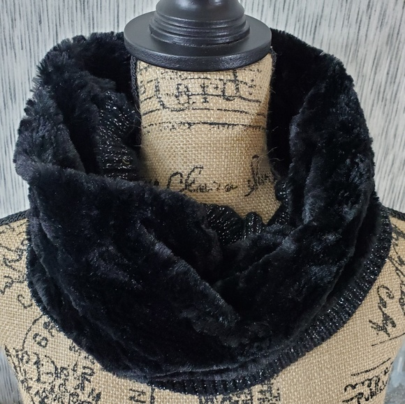 Multi Loop Infinity Scarf NWT $28 Black with Silver Metallic Threads